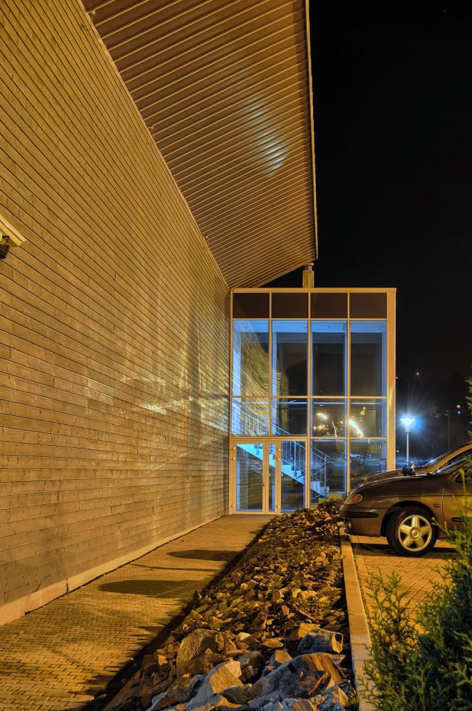Ściana boczna RCOS z wejściem bocznym na halę sportową
